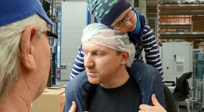 Мужчина хотел бросить работу, чтобы ухаживать за больным раком сыном, но коллеги отработали за него 3300 часов Германия, Болезнь, bigpictureru, длиннопост, онкология, рак, доброта, работа