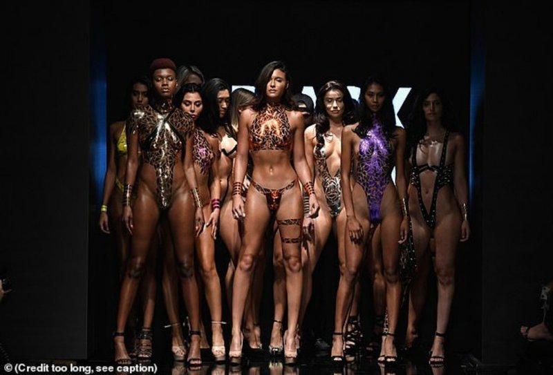 Мода, такая мода: дизайнер выпустил моделей на подиум в одной клейкой ленте мода