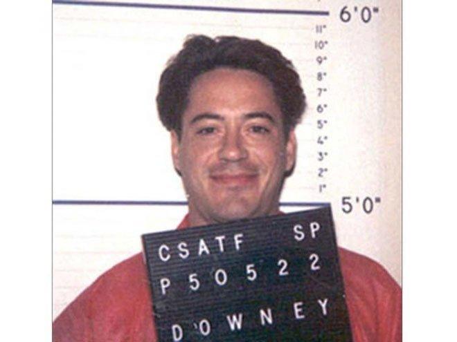 Роберт Дауни-младший. 1996 год. Вождение в нетрезвом виде. При обыске в машине обнаружили героин. арест, звезды, полиция, правонарушение