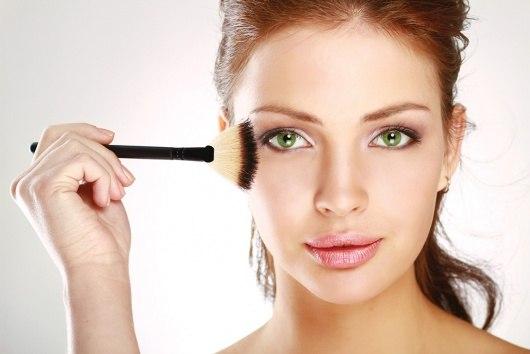 Декоративная косметика и ее влияние на кожу