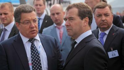 Медведев поручил представить предложения по увеличению МРОТ до 7,5 тысяч рублей