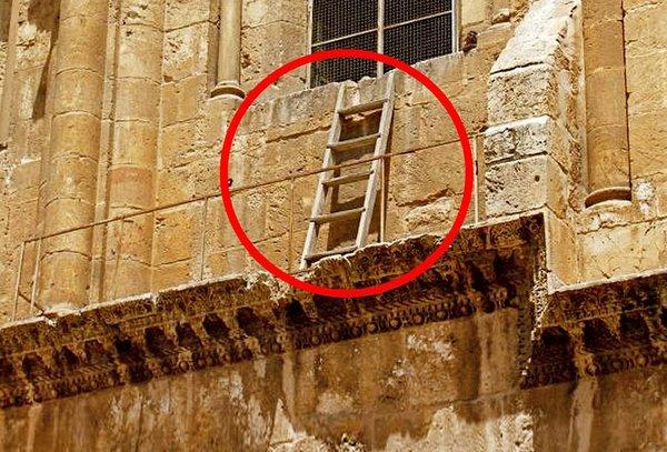 В это сложно поверить, но существует лестница, которую не может передвинуть ни один христианин