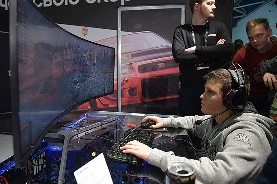Для тех, кто пока не в теме, киберспорт - это вид соревнований на основе компьютерных игр