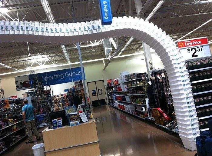 Физические фокусы в магазине Walmart всемирное тяготение, забавно, закон гравитации, истории в картинках, неожиданно, против законов физики, удивительно, удивительное рядом