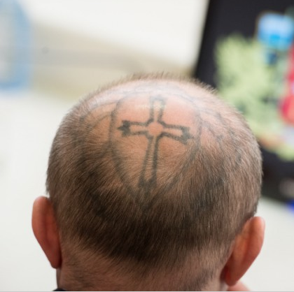 Депутат с татуировкой на голове  не сядет за поножовщину. За него отсидит помощник...
