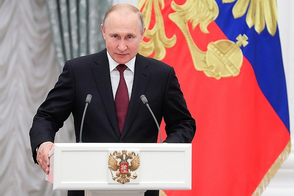 Эпоха Путина могла сложиться и более, и менее успешно, но на протяжении всего своего правления Путину приходилось играть почти без козырей. Фото Михаил Метцель/ТАСС