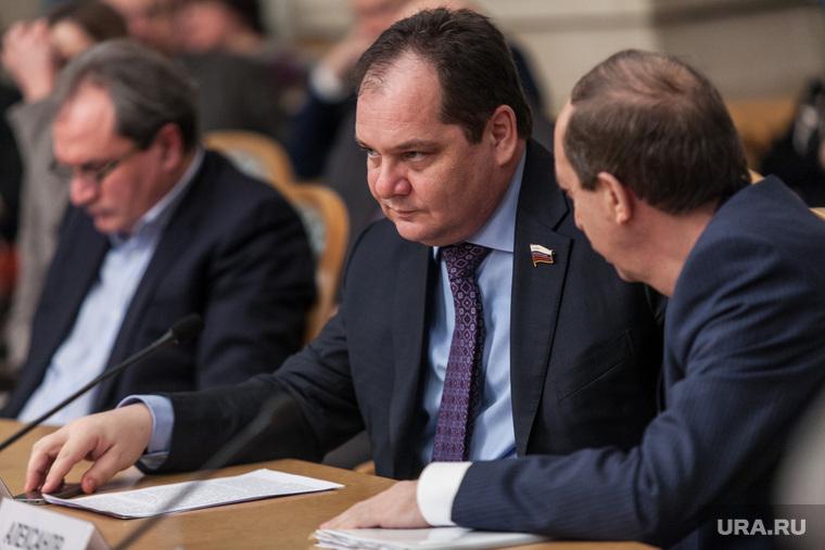 Два губернатора отказались подчиниться Кремлю