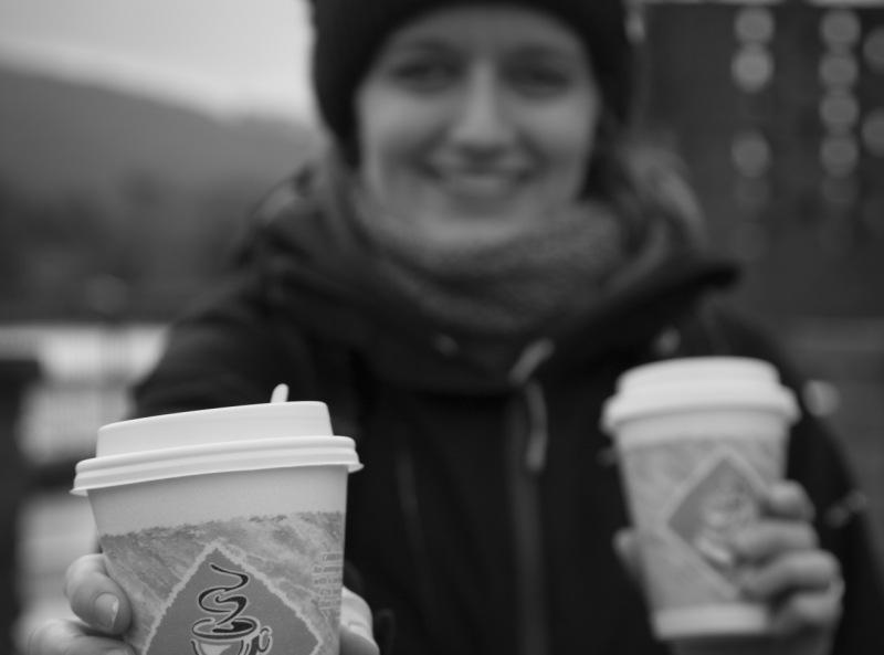 Зачем кофе переводить, если можно просто попросить стаканчики