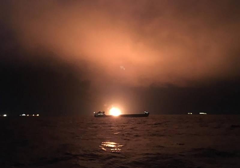 СК РФ показал видео горящих в Черном море танкеров