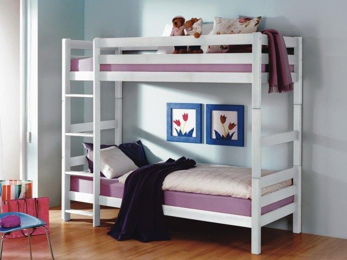 Простая двуспальная кровать может стать настоящим произведением искусства и отлично вписаться в любой интерьер спальной комнаты.