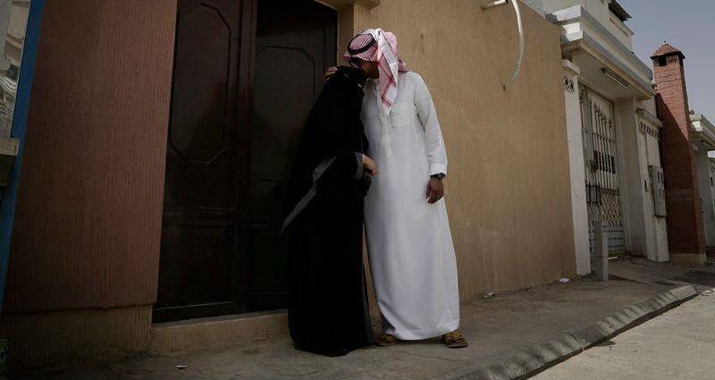 Apple и Google раскритиковали за приложение для контроля женщин в Саудовской Аравии