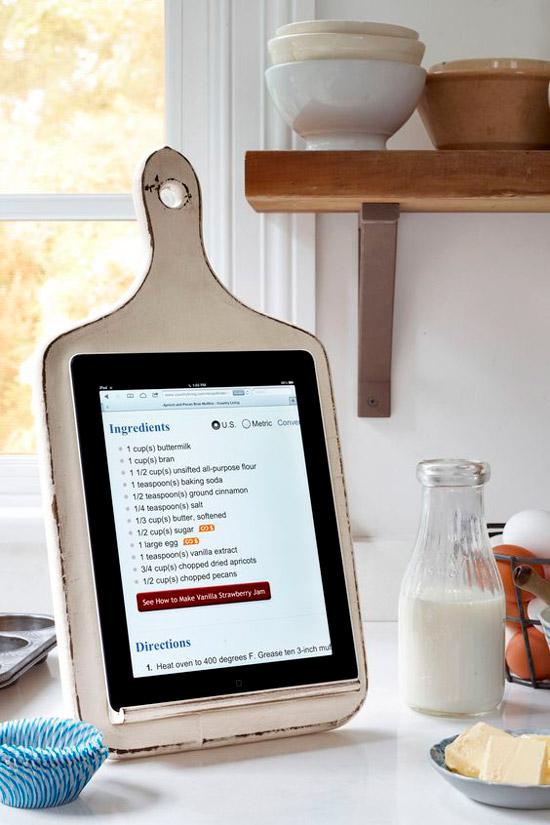 САМОДЕЛКИ. Подставка для планшета из разделочной доски