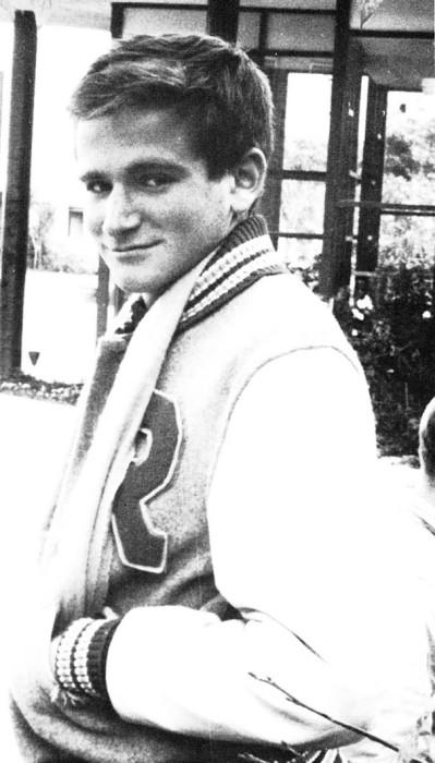 Портретный снимок молодого Робина Уильямса.