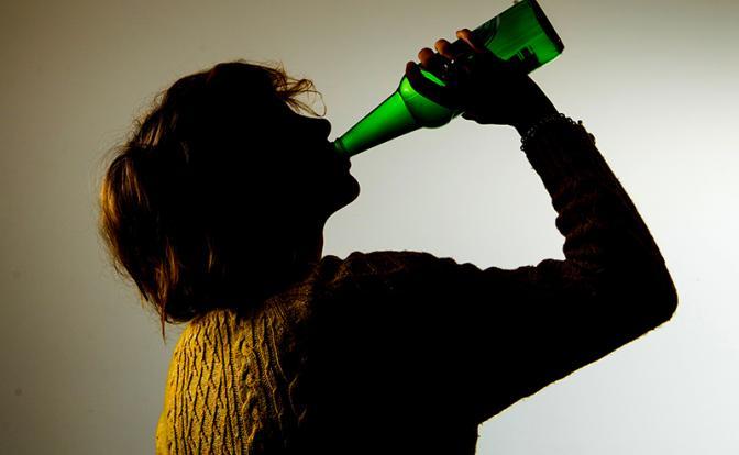Почему пьют все, но не все спиваются