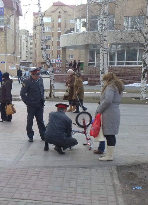 Бравые полицейские.