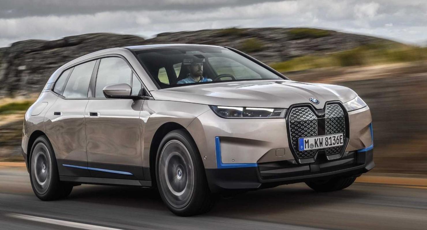 BMW iX самостоятельно паркуется и ищет зарядную станцию Автомобили