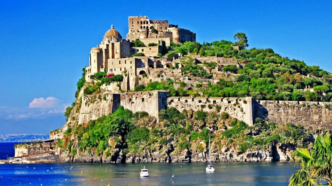 Арагонский замок в Италии
