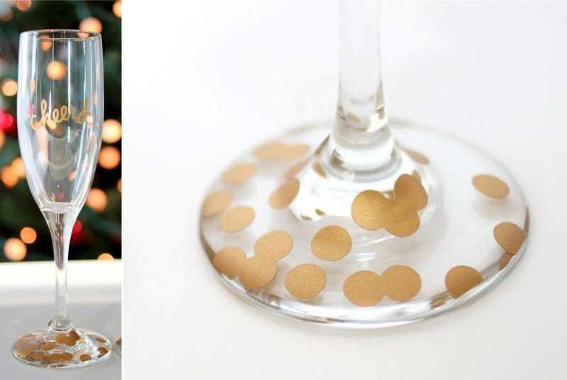 Мастерице понадобились лишь лак для ногтей и ватные палочки, чтобы превратить обычные бокалы в нечто потрясающее!