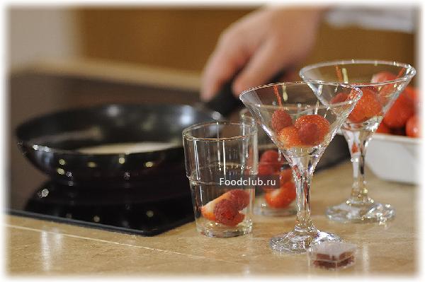 Летний десерт  – желе из шампанского с ягодами (этап 1)