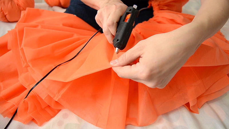 Делаем пышную карнавальную юбку из одноразовых скатертей