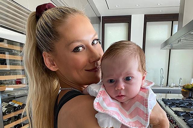 Анна Курникова поделилась фотографией младшей дочери Маши
