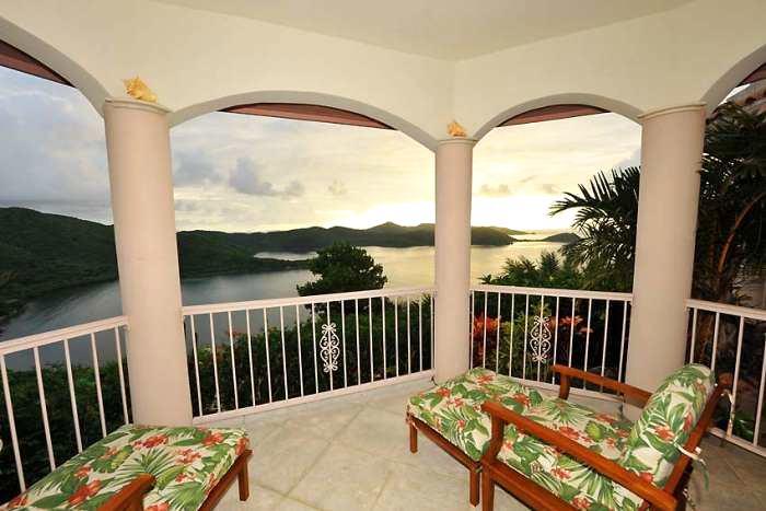 Балкон, веранда, патио в цветах: желтый, серый, светло-серый, салатовый, коричневый. Балкон, веранда, патио в стиле классика.