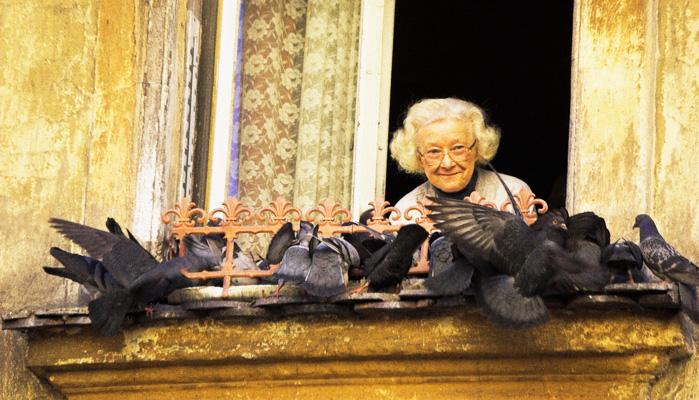 Как изменить мир вокруг себя — в нашем подъезде жила бабушка. Бабушка Люба. Ей было 97 лет...