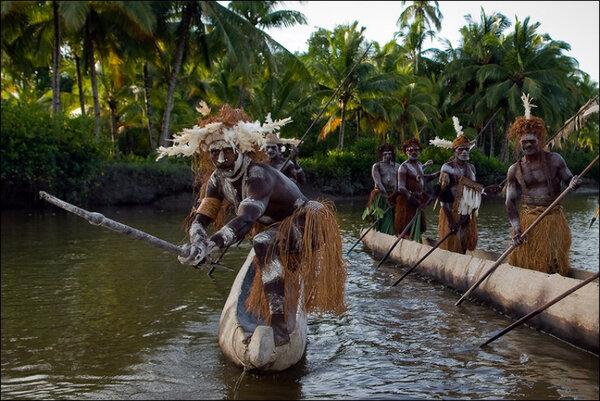 Асматы: пред ними трепещут не только белые путешественники, но и соседние дикие племена.