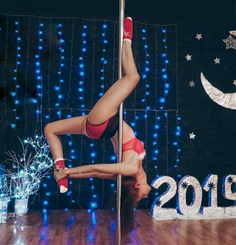 3. Основной цвет настроения, конечно, красно-белый девушки, дед мороз, красиво, новый год, снегурка, снегурочки