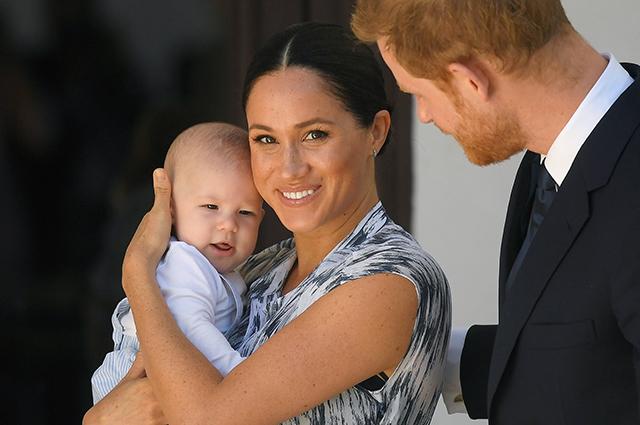 """В сети обсуждают первое публичное """"выступление"""" сына Меган Маркл и принца Гарри Монархии"""