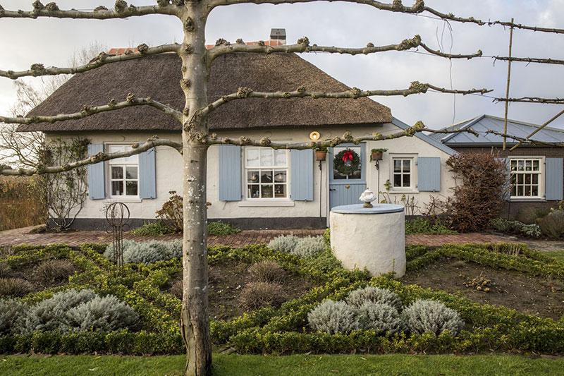 Праздничное обаяние старинного коттеджа 17-ого века в Нидерландах