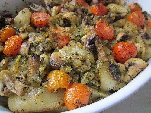 Картошечка с грибами и томатами