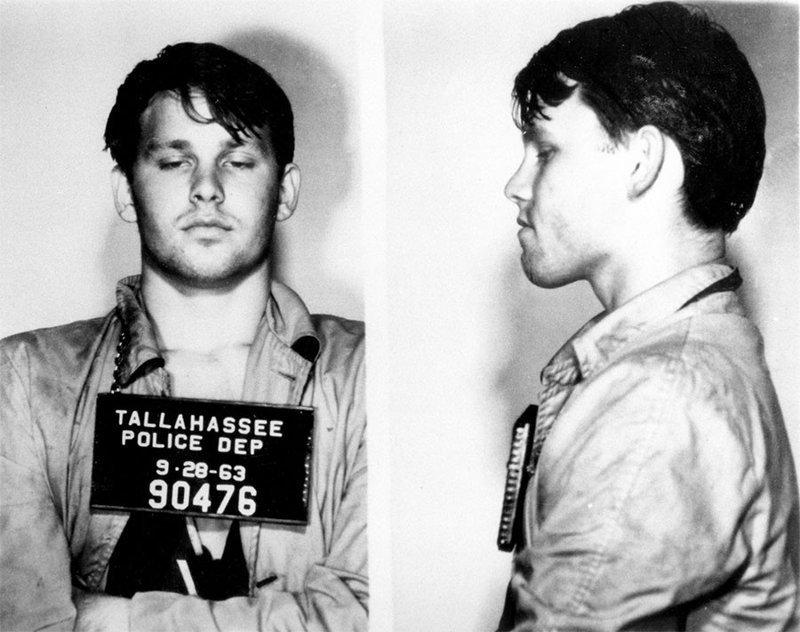 Джим Моррисон. 1963 год. За кражу зонтика и офицерского шлема из патрульной машины. арест, звезды, полиция, правонарушение