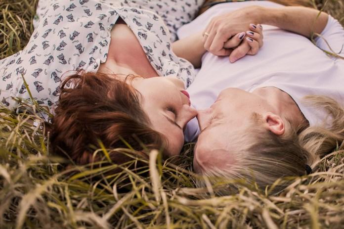"""""""Не прогибайтесь под мужчину"""" : 15 жёстких советов о любви, которые работают."""