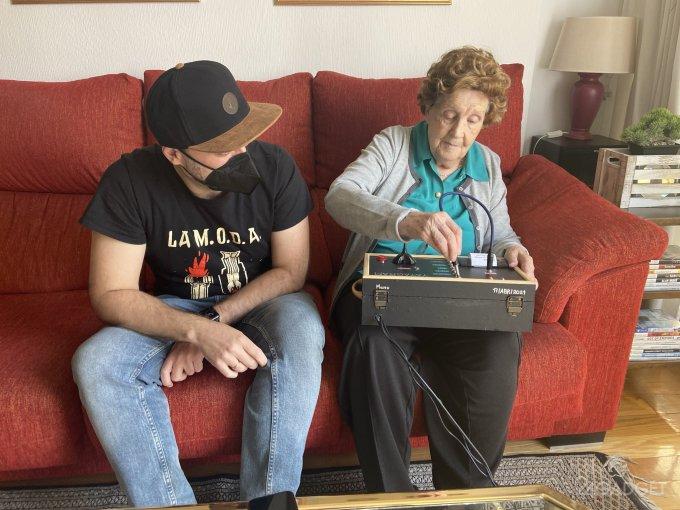 Создан аппарат Yayagram для общения с 96-летней «бабулей» через Telegram