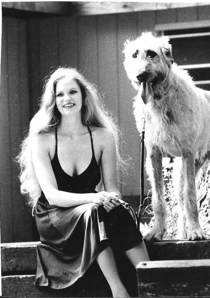 """6. """"Моя бабушка и ее ирландский волкодав, 1974 г."""" волкодав, волкодавы, домашние питомцы, забавные собаки, собаки, собаки и дети, собаки и хозяева, фото собак"""