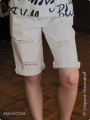 Будем делать модные рваные шорты из старых джинсов. фото 13