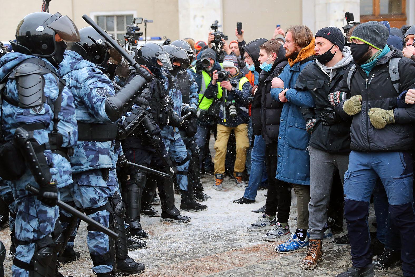 Те же клише: столичный штаб Навального использует модель популяризации протеста канала Nexta