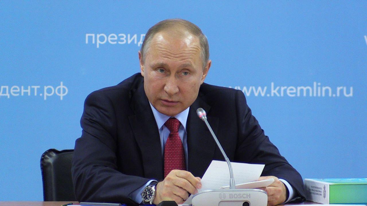 Стукачи долго не живут: Путин призвал осторожнее относиться к поощрению информаторов в спорте
