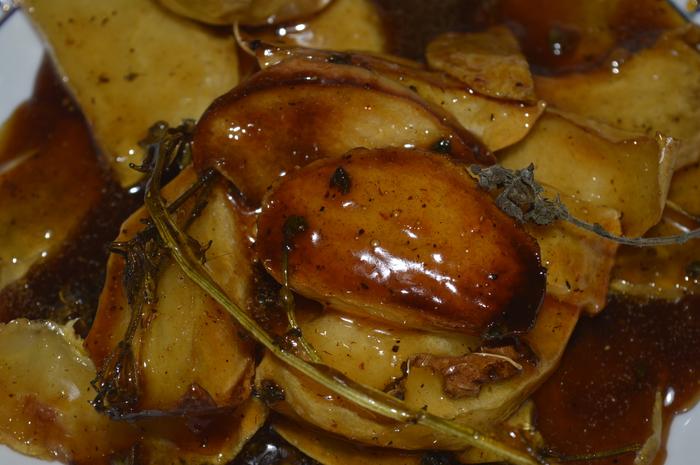 Карамельные яблочные дольки с перцем