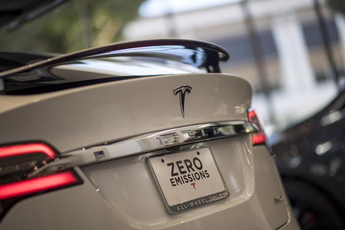 Илон Маск сжалился и разблокировал батареи у Tesla