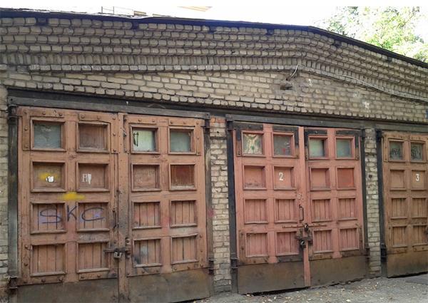 Эксцентричный дядюшка оставил в наследство этот старый гараж. То, что внутри, шокирует!