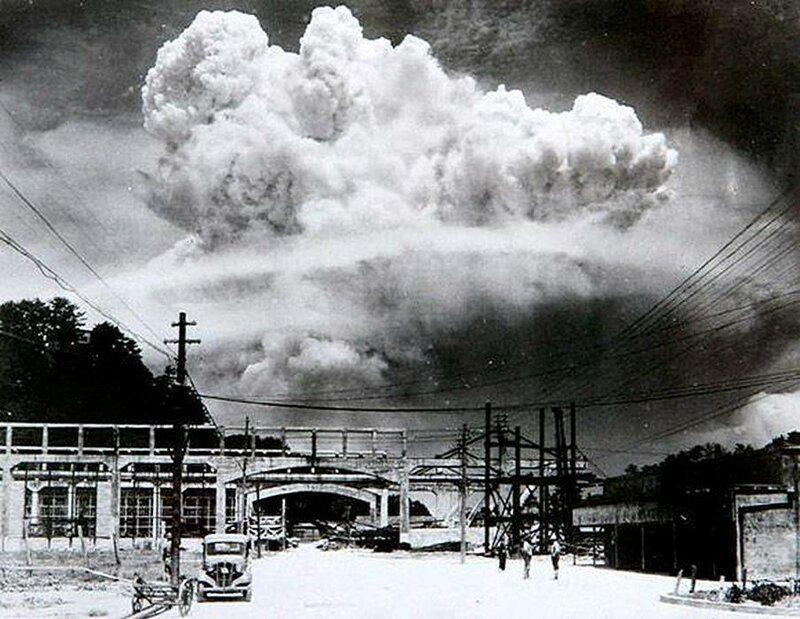 Момент взрыва атомной бомбы в Нагасаки 9 августа 1945 года