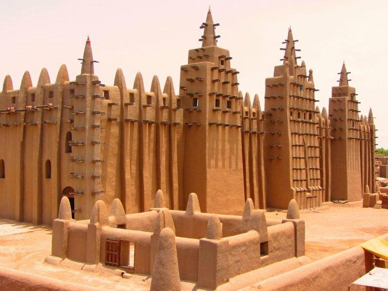 Самая большая в мире мечеть из глины, которую каждый год надо строить заново архитектура,достопримечательности,ислам,мечеть,мир,религия