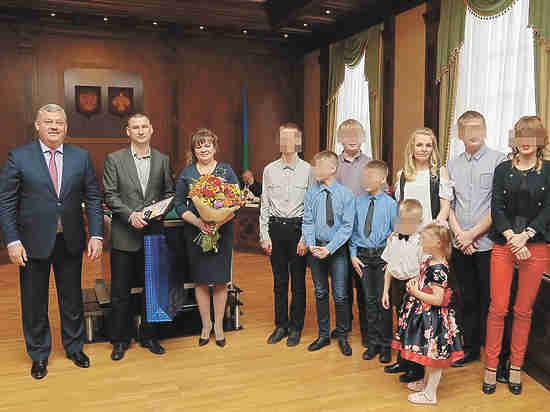 """Позорище!!! Матери девятерых, выигравшей конкурс """"Семья года"""", вручили...термос"""