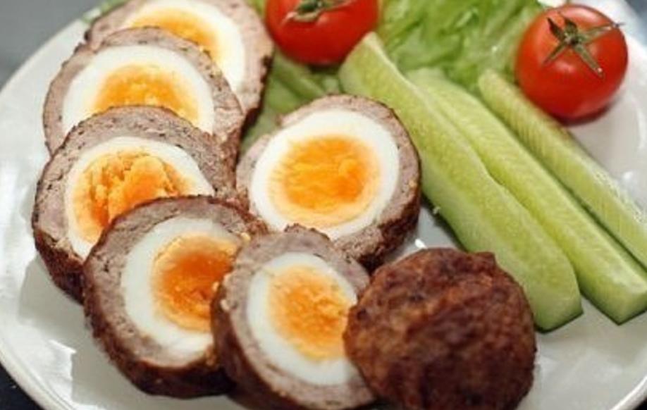 Картинки по запроÑу Шикарное блюдо, которое Ñвно будет диковинкой у Ð'Ð°Ñ Ð½Ð° Ñтоле: «Яйца по-шотландÑки»