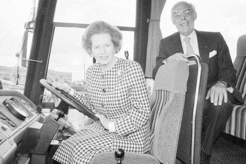На продажу выставили бронированный автобус Маргарет Тэтчер