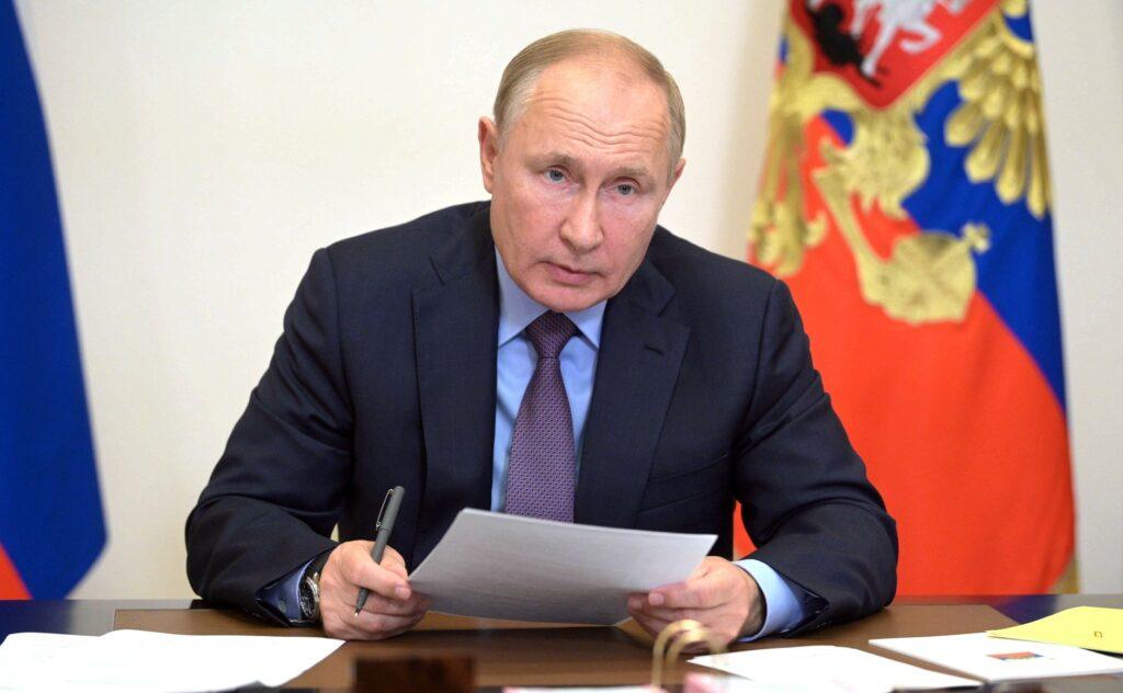 Путин назвал аварийное жильё главной проблемой в центральных регионах РФ