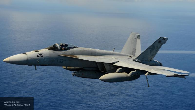 Пилоты выжили при крушении американского истребителя в районе японской Окинавы