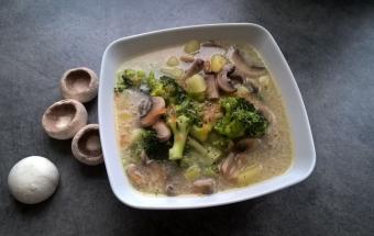 Куриный суп с брокколи и шам…